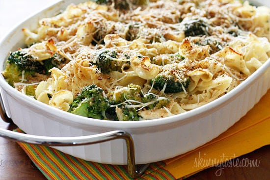 chicken-and-broccoli-noodle-casserole-550x367